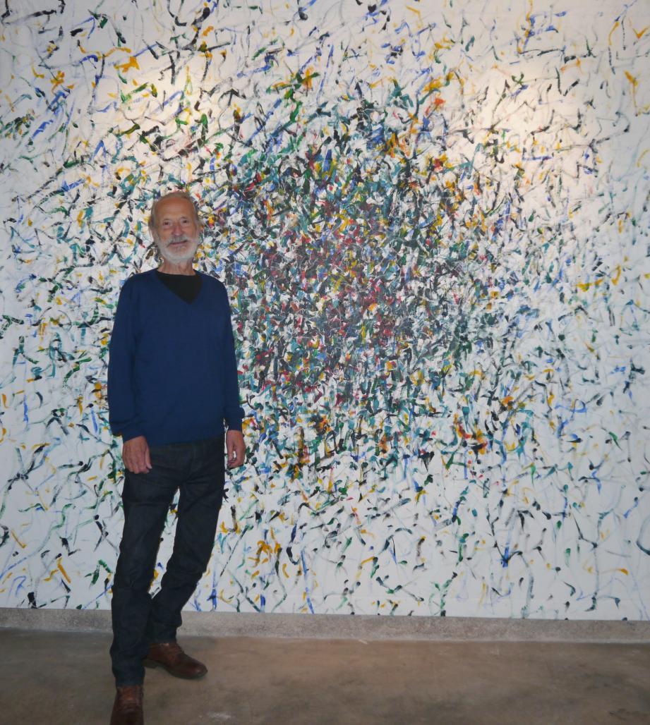Claude Rosticher devant l'une de ses œuvres.(DR)