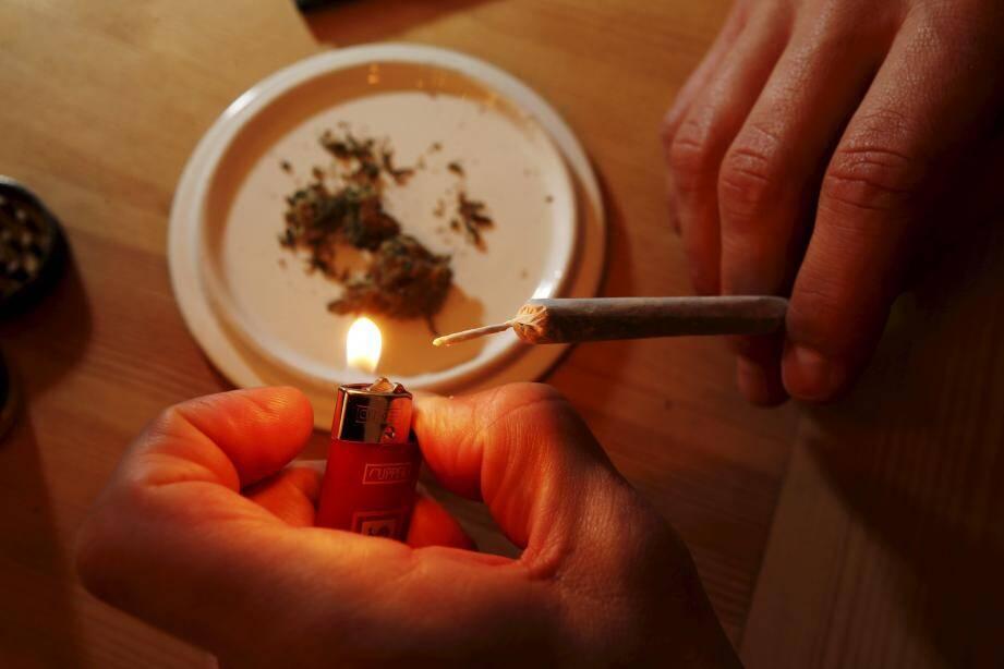 Deux Niçois ont été condamnés pour avoir fumé du cannabis en voiture, à Monaco.