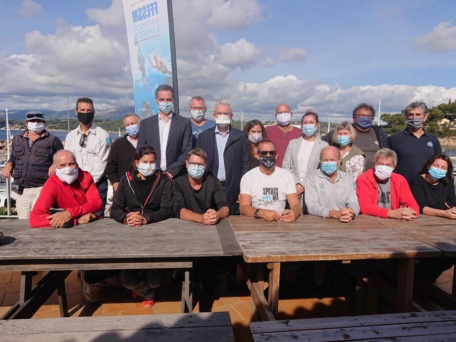La municipalité du Pradet et les représentants des associations Telo Sub et Naturoscope et du parc national Port-Cros encadraient les plongeurs bénévoles lors de l'opération de prospection.