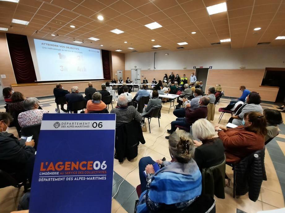 «L'Agence 06, l'ingénierie au service des collectivités » est composée notamment de conseillers juridiques en droit et commandes publiques, et d'un conseiller financier. Elle a été présentée à Puget-Théniers.