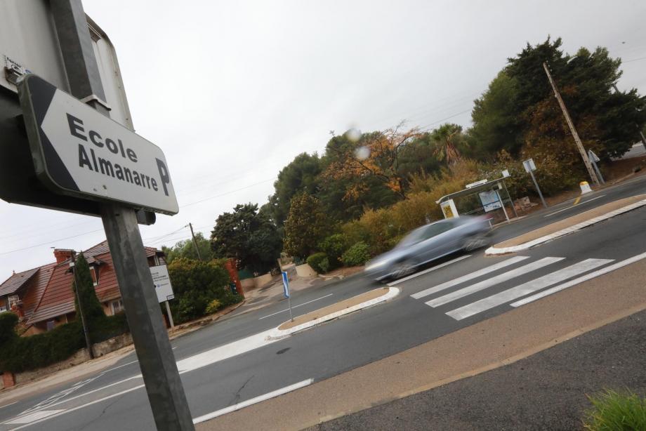 Le passage piéton devant l'école va être sécurisé.