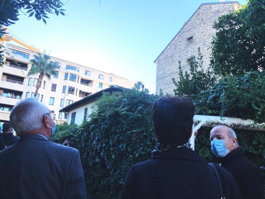 L'une des deux maisons au cœur du projet de la Ville : créer un jardin et rendre plus visible un parking public pour l'instant un peu caché.