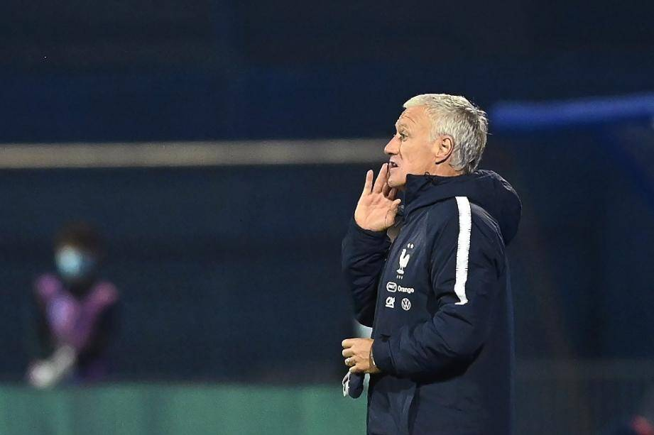Le sélectionneur des Bleus Didier Deschamps replace ses joueurs contre la Croatie en Ligue des nations, le 14 octobre 2020 à Zagreb