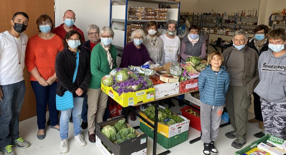 Solidarité catholique s'appuie sur de très nombreux bénévoles, notamment chaque mardi pour la distribution alimentaire.