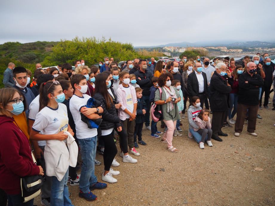 Enfants, parents et séniors sont venus très nombreux au vernissage de l'exposition de la Batterie du Cap Nègre.