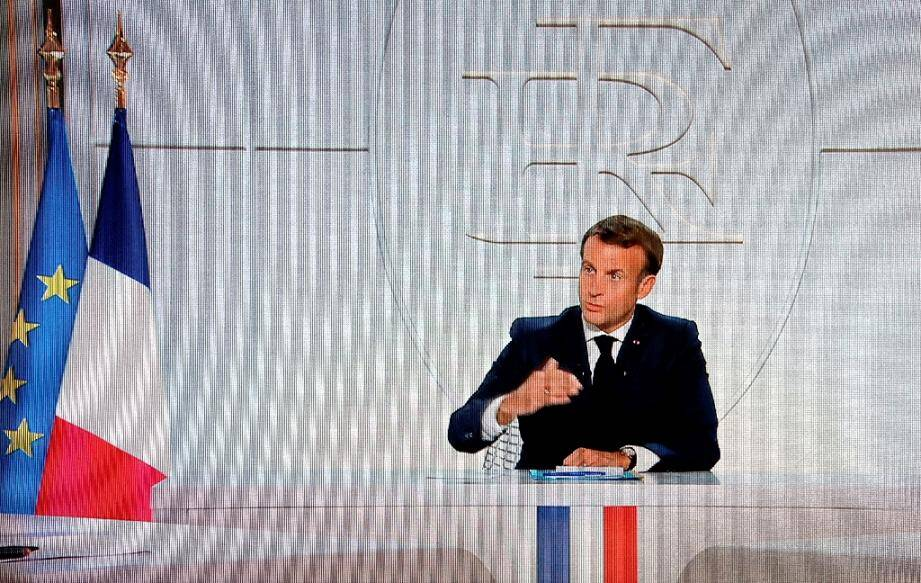 Le président Emmanuel Macron lors d'une interview télévisée depuis l'Elysée sur la situation de l'épidémie de coronavirus en France, le 14 octobre 2020 à Paris