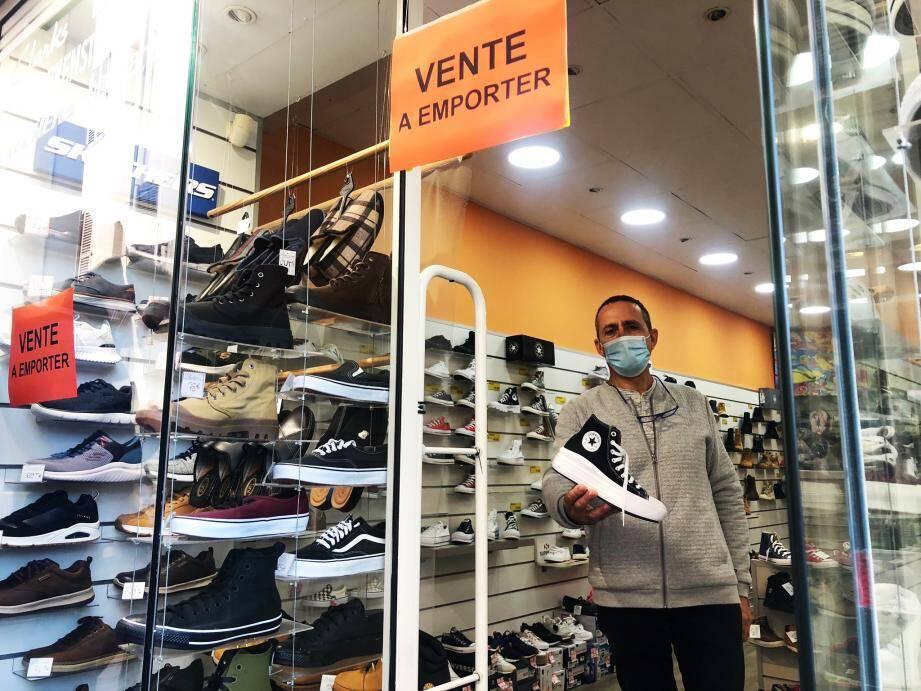 Mario Consiglio mise sur la vente à emporter de chaussures durant le confinement.