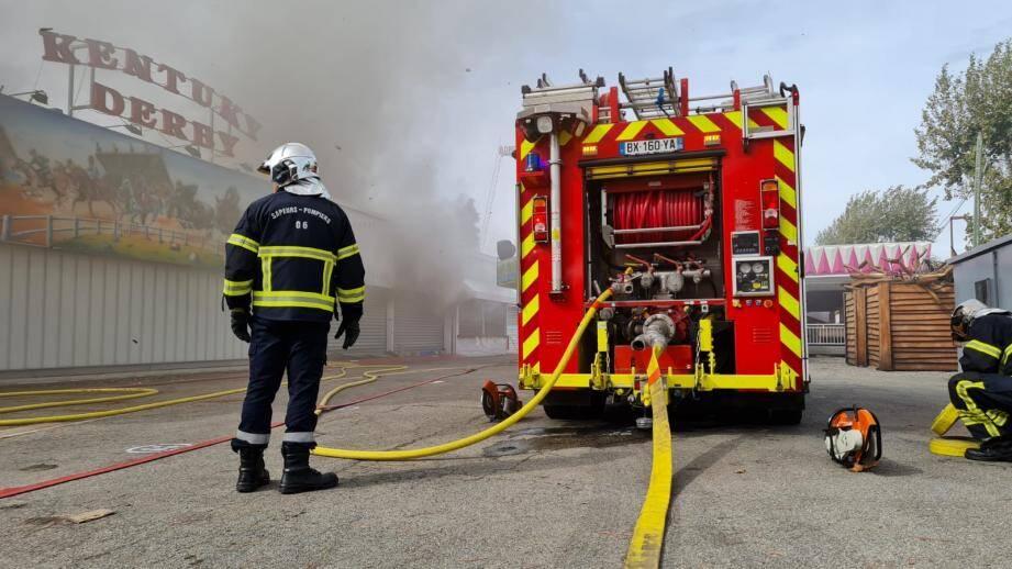 Les sapeurs-pompiers ont été alertés aux alentours de 12h20 pour une fumée signalée dans le parc Antibes Land.