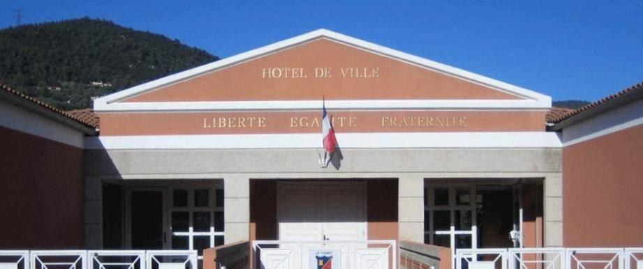 L'hôtel de ville du Tignet restera fermé durant toute la semaine à compter de ce lundi car des cas de Covid ont été avérés, explique le premier magistrat Claude Serra, lui-même testé positif, mais asymptomatique.