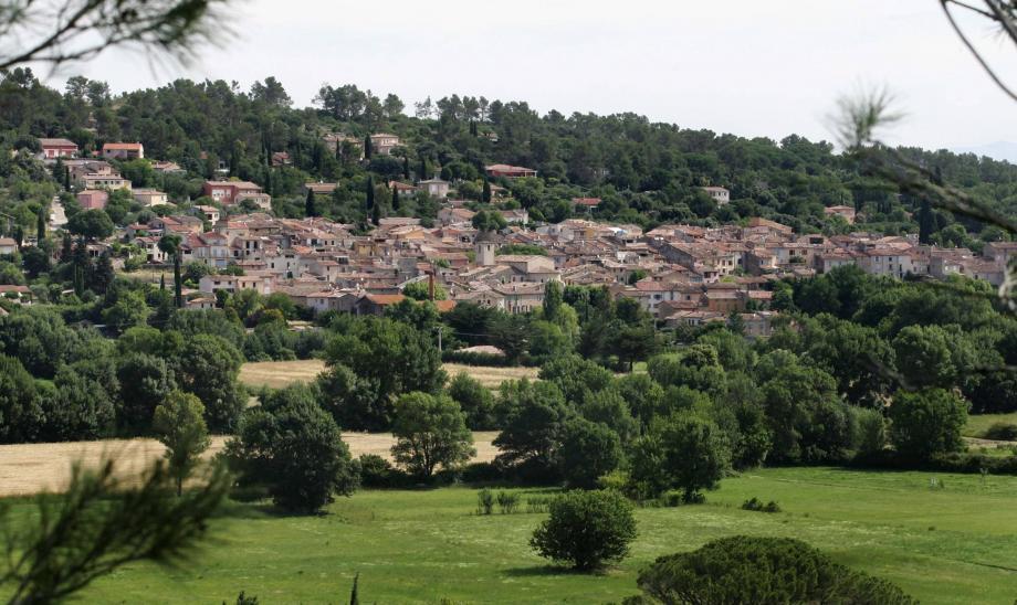 Le village de Camps-la-Source.    CAMPS LA SOURCE DOUBLE PAGE VILLAGE PROVENCE VERTE