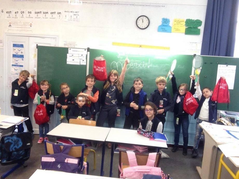 Les écoliers de Fontan ont reçu matériels et dessins du Cannet.