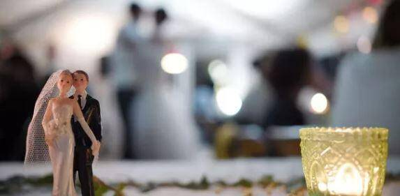 Le fêtes de mariage dans des lieux recevant du public sont interdites.