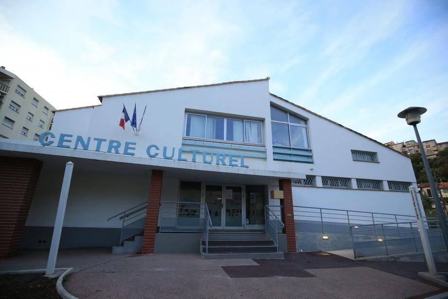 """""""Une chose est certaine: le centre culturel ne fermera pas, il sera maintenu. Nous ne savons pas encore sous quelle forme juridique, mais il sera maintenu"""", a martelé Louis Nègre. Le cinéma Espace centre est aussi menacé."""