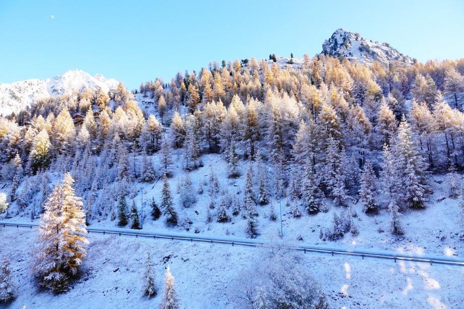 Les plus hautes cimes du Mercantour se sont légèrement blanchis ce mardi 27 octobre.