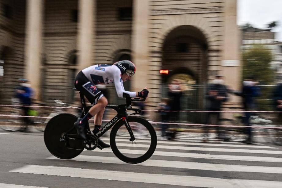 Tao Geoghegan Hart lors de la dernière étape du Tour d'Italie, le 25 octobre 2020 à Milan