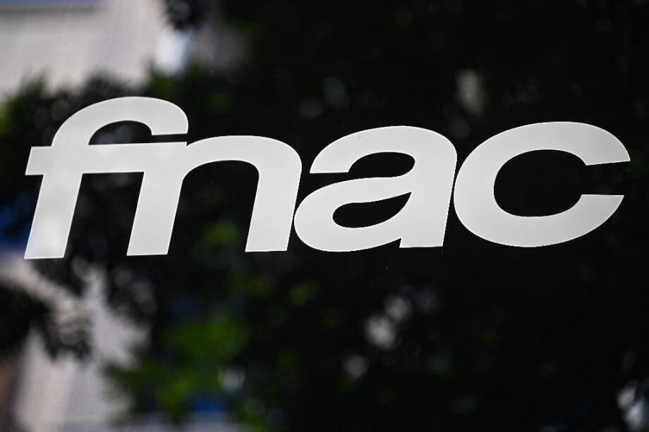 Fnac-Darty a décidé de maintenir ses magasins ouverts en France pendant le reconfinement décidé par l'exécutif, s'appuyant sur la dérogation accordée à certains commerces pour subvenir aux besoins des salariés en télétravail