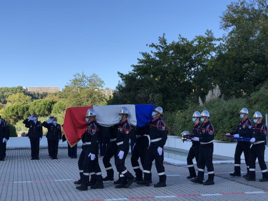 L'hommage au commandant Bruno Kohlhuber ce jeudi matin à Nice.