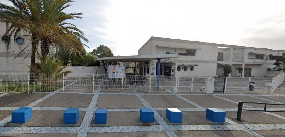 Le collège Jules-Ferry à Hyères.