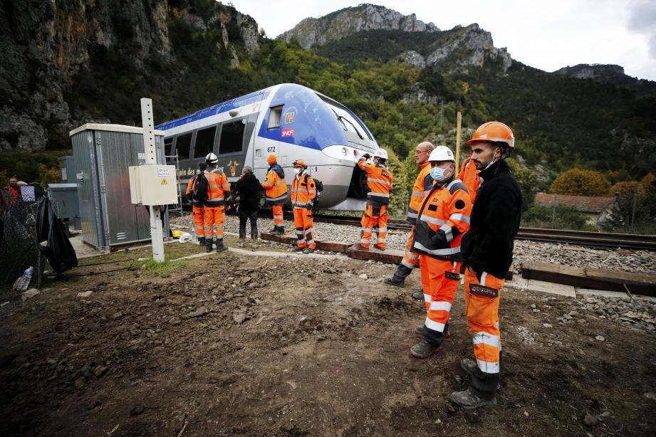 Les défenseurs de la ligne sont reconnaissants envers la SNCF qui a rétabli des liaisons ferroviaires dans les délais annoncés.  papier Stéphanie WIELE     the rail link between Breil-sur-Roya and Saint-Dalmas de Tende was reopened today