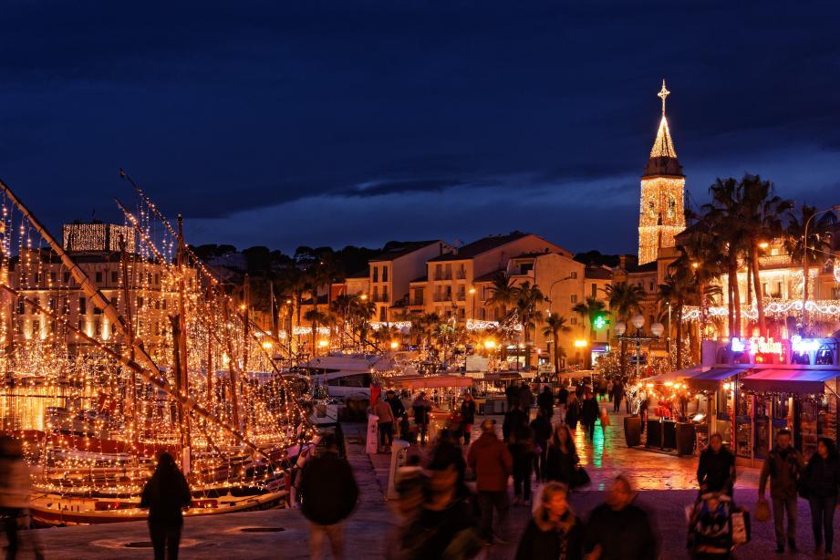 Cette année, Sanary oriente tout sur les illuminations et décorations de Noël.