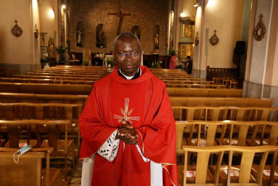 Le père Dieudonné Massoma à la tête de la paroisse de Draguignan évoque l'organisation des mariages, baptêmes et communions.
