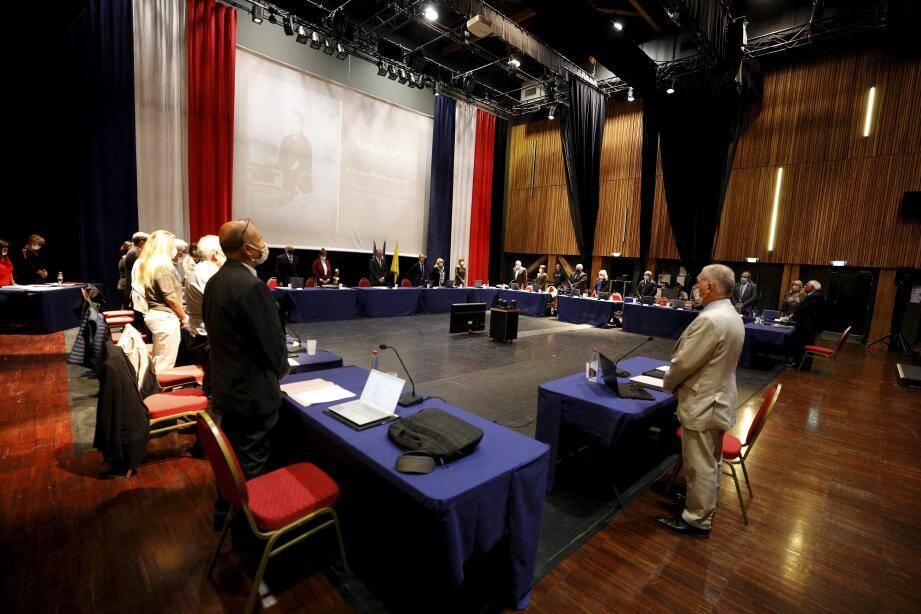 Une minute a été observée lors du conseil municipal de Villeneuve-Loubet.