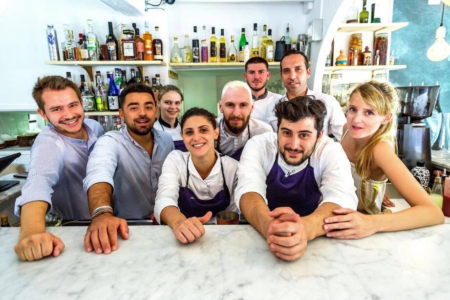 """L'équipe du restaurant """"Les Agitateurs"""""""