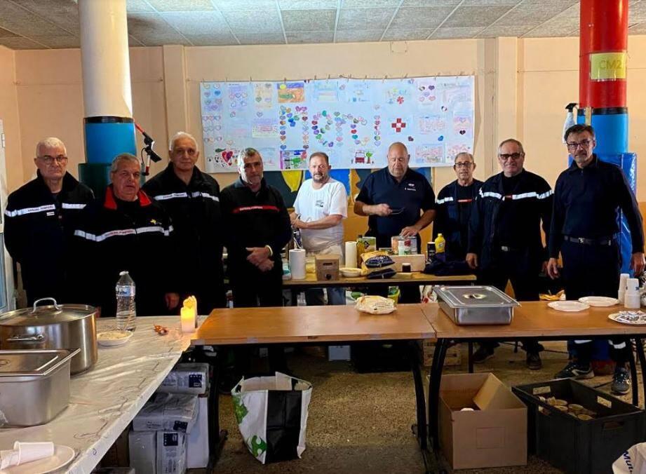 Les retraités des sapeurs-pompiers ont préparé bénévolement 13 000 repas.