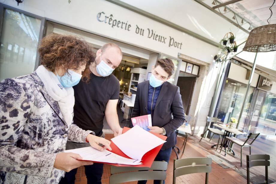 Une tournée générale d'information est effectuée, depuis samedi dernier, dans les différents commerces de Saint-Raphaël pour échanger avec les commerçants.