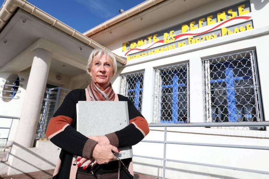 Mis sous pression par la municipalité pour déménager de la place de la République, le Comité de défense de Fréjus-Plage résiste. Dans ce contexte, il dénonce le surbétonnage du secteur.