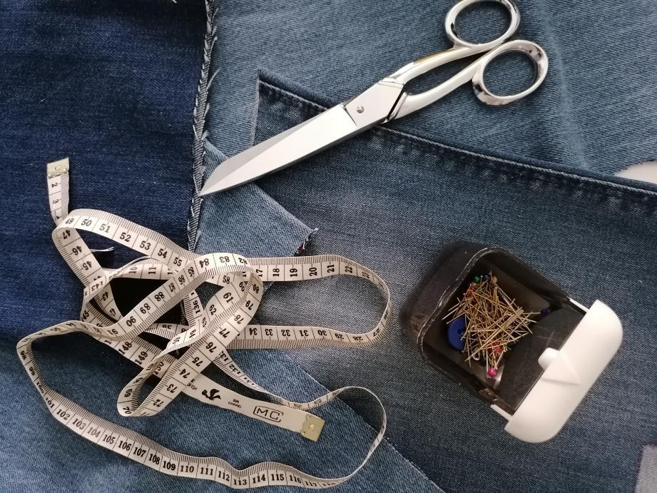 Rica Lewis s'associe à la styliste Mathilde Jacob, le temps d'une capsule dédiée à la création de modèles via le recyclage des matières.