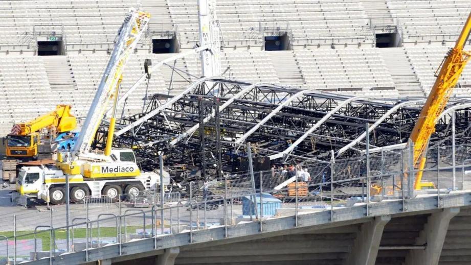 Le 16 juillet 2009, trois jours avant le concert, le toit de la scène en cours de montage sur la pelouse de l'Olympique de Marseille s'était effondré.