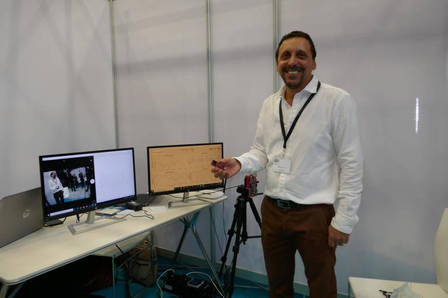 Jean-Paul Caruana, cofondateur d'XtreamWave, a déjà déposé 31 brevets autour du sans contact et de la biométrie. Ici pas de reconnaissance faciale mais un radar à ondes multimétriques doté d'intellligence artificielle intégré dans une micropuce.