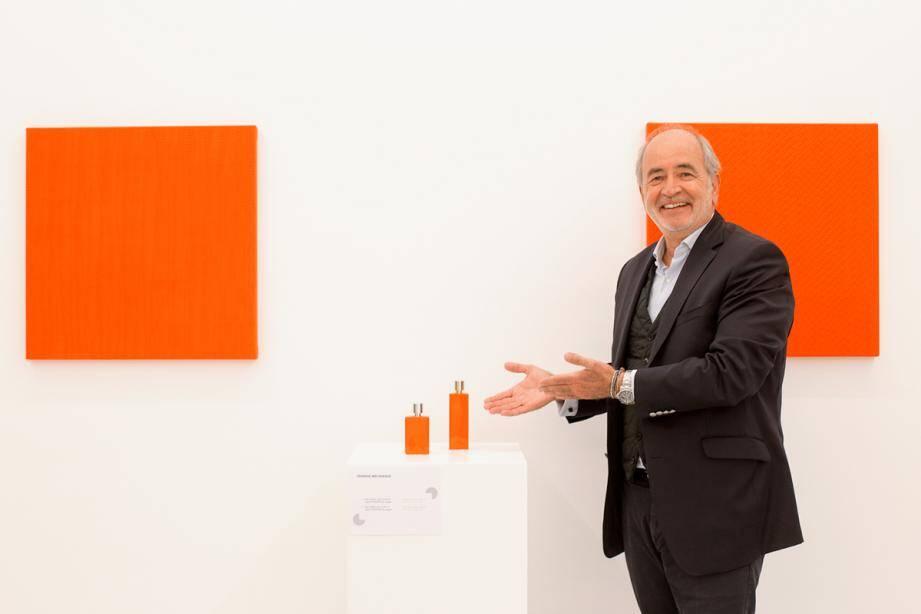 Les flacons de Coverpla mis en scène dans l'Espace de l'Art concret de Mouans-Sartoux. Chaque collaborateur peut prendre part au design des flacons, pompes ou capots, explique Bruno Diépois.