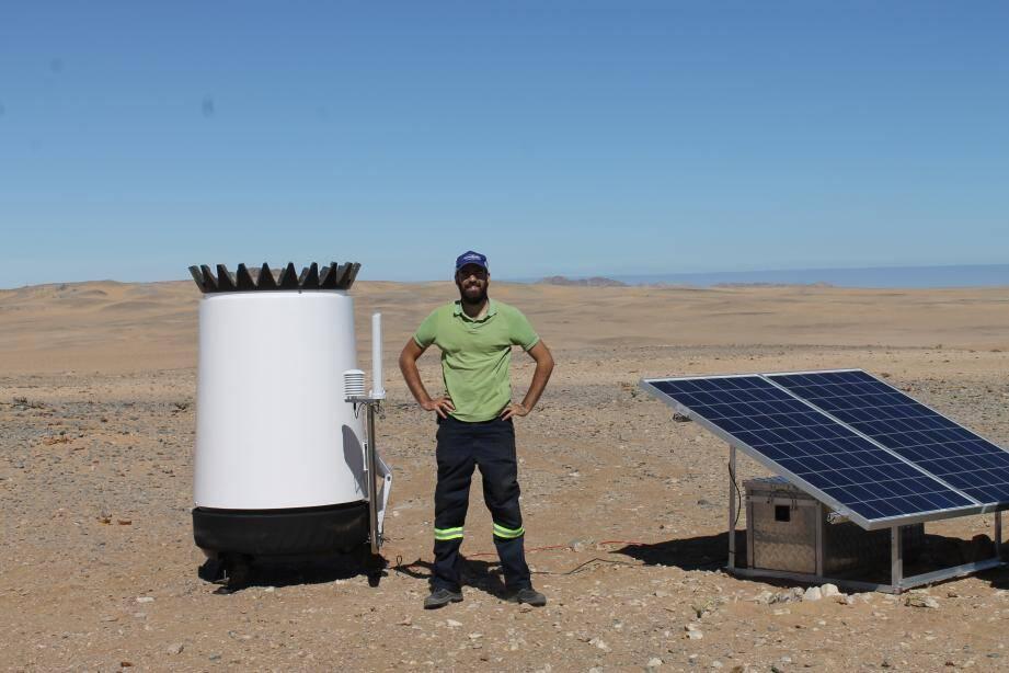 En 2015, installation d'un sodar, un instrument de mesure éolien dans la Restricted Diamond Area, dans le désert du Namib. Un des endroits les plus venteux au monde qui a été exploité pour ses diamants.