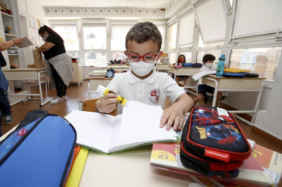 Illustration du port du masque obligatoire à l'école.