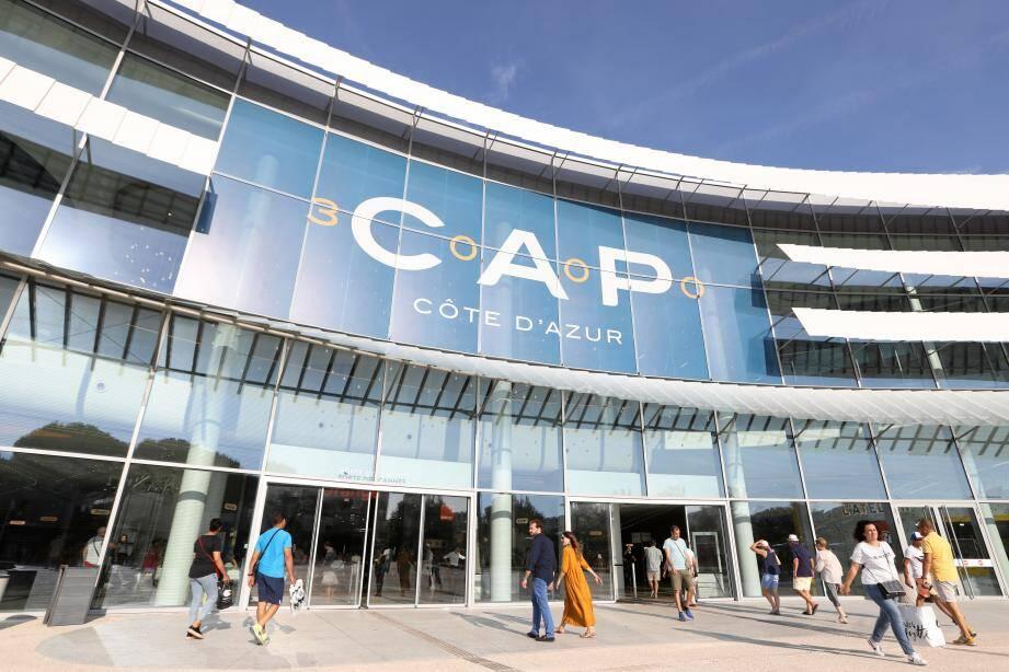Cap 3000 et trois autres centres commerciaux des Alpes-Maritimes doivent fermer à 14h ce vendredi en raison des intempéries.