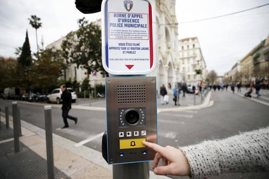 La borne d'appel d'urgence avait été installée mi-décembre à Nice pour faciliter les interventions de la police municipale en cas d'agressions, de vol ou d'attaque terroriste.