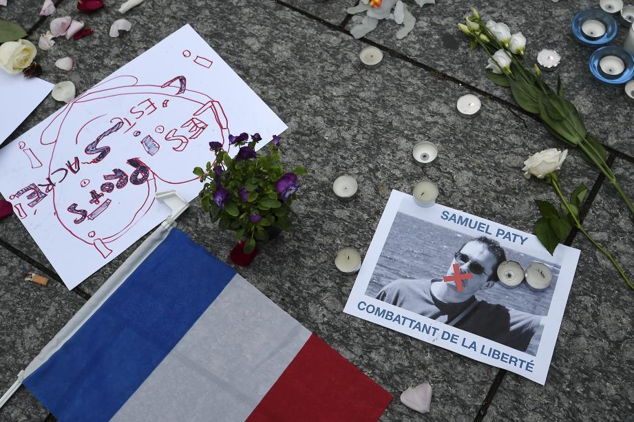 Plusieurs communes azuréennes rendent hommage au professeur assassiné avant la cérémonie nationale, mercredi soir à La Sorbonne.