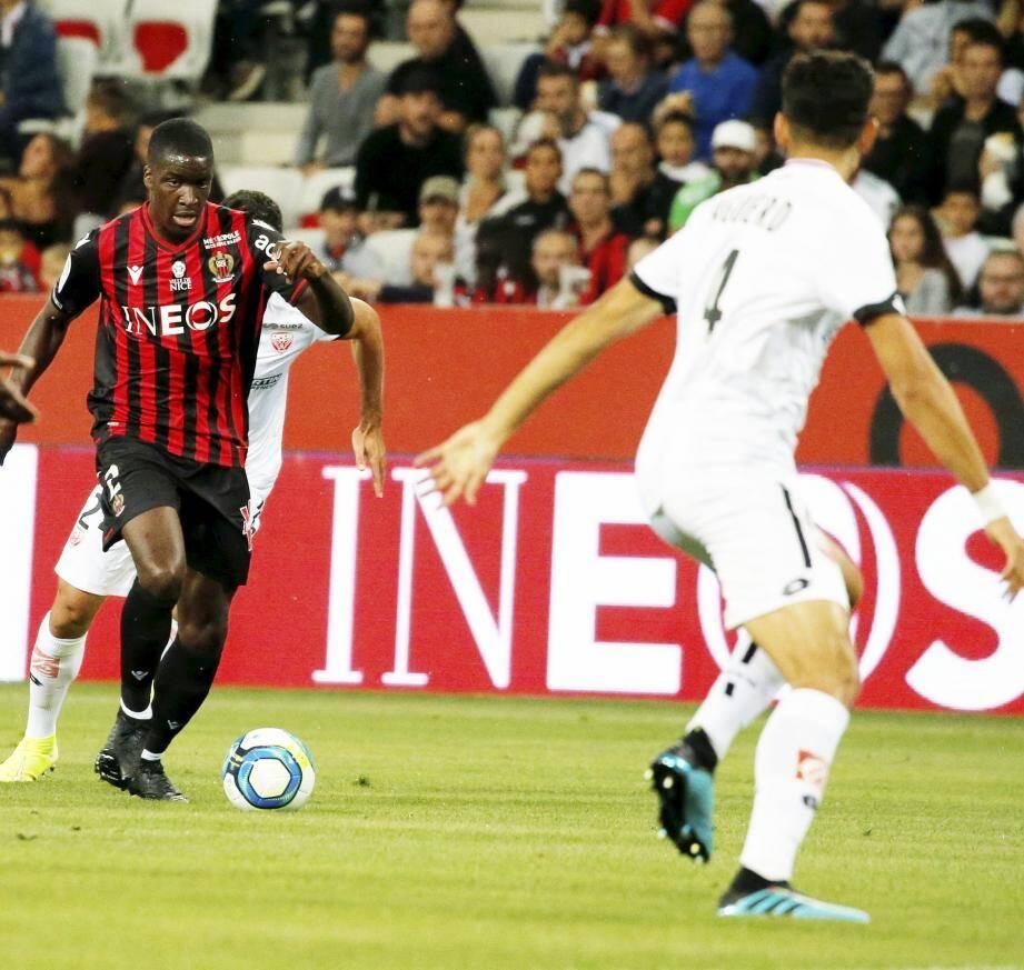 Stanley Nsoki titulaire pour la première fois cette saison.