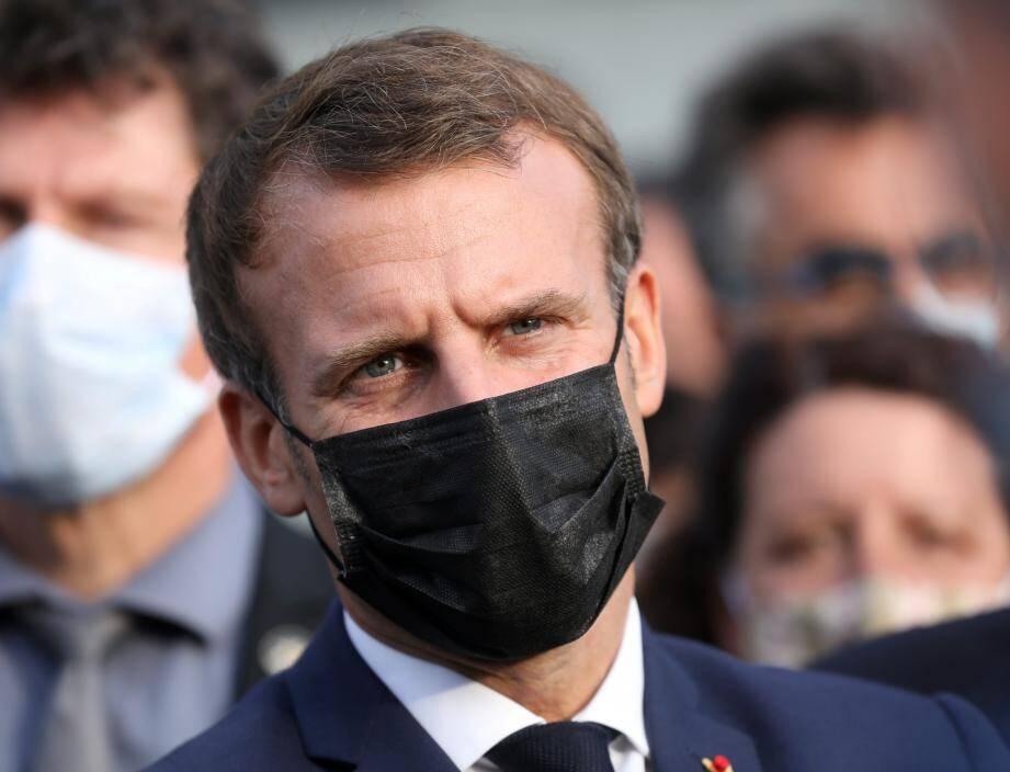 Le président de la République Emmanuel Macron lors de son déplacement à Breil-sur-Roya après le passage de la tempête Alex.