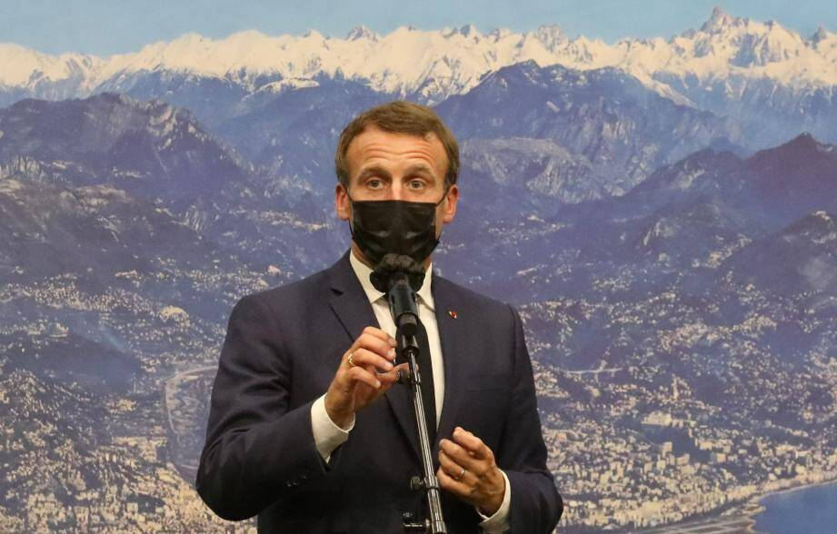 Le Président de la République Emmanuel Macron est venu saluer les équipe de la Métropole Nice Côte d'Azur pour leurs travail après le passage de la tempête Alex.