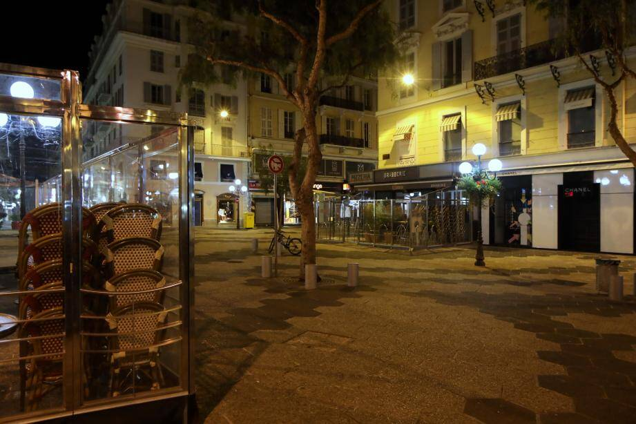 La place Magenta à Nice, déserte.