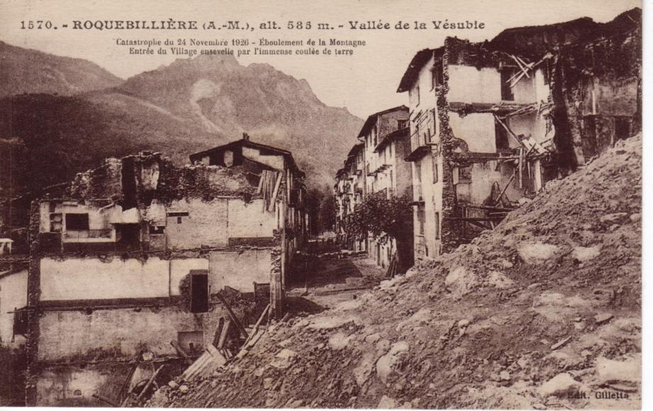 Une immense coulée de terre s'est abattue sur la commune.