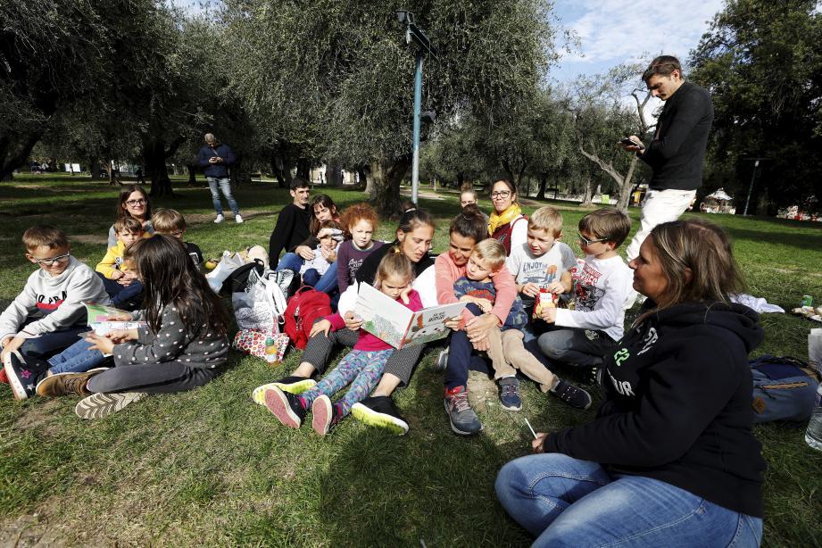 La dizaine de familles de Saint-Martinois a pique-niqué hier aux arènes de Cimiez, pour tenter de retrouver une vie normale.