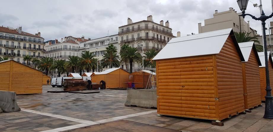 """Alors qu'à Toulon, les chalets en bois ont même déjà fait leur apparition, depuis quelques jours, place de la Liberté, les maires de la Métropole ont décidé de renoncer, """"après consultation du préfet""""."""