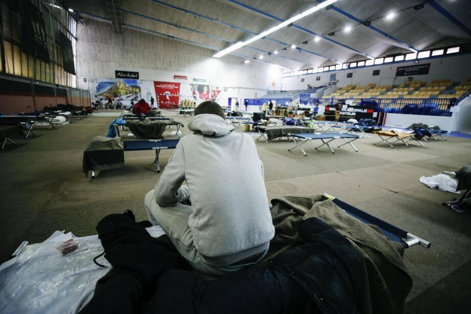 Pendant le confinement, le gymnase Pasteur a ouvert comme centre d'hébergement d'urgence pour accueillir jusqu'à 60 personnes.