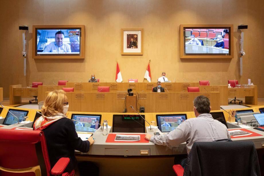 Stéphane Valeri en télétravail avec les élus du Conseil national.