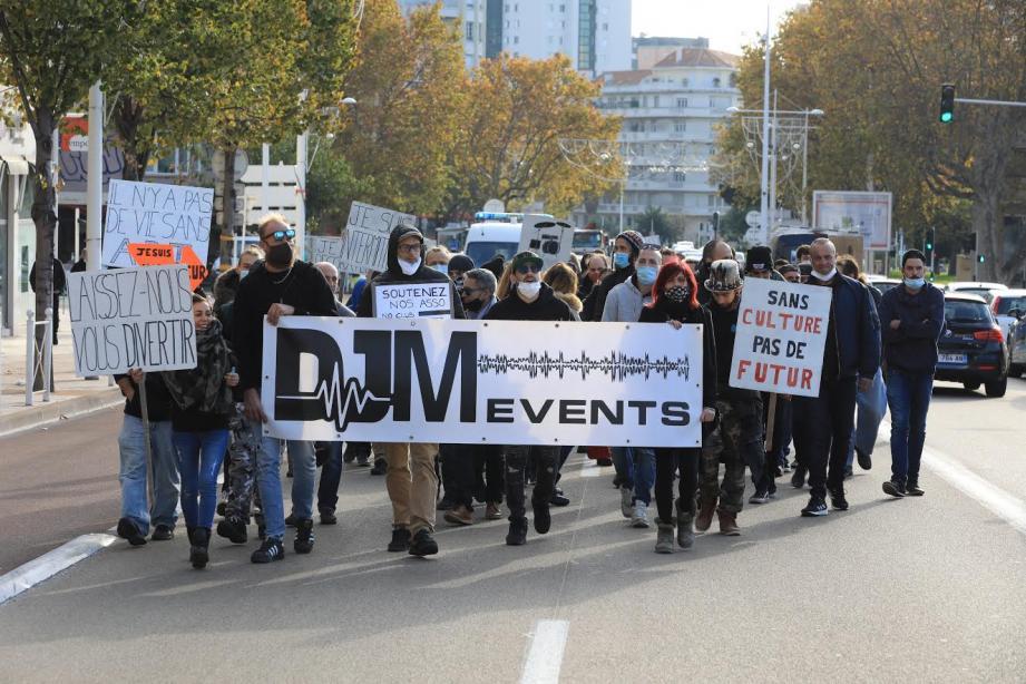 Des intermittents du spectacle ont défilé dans les rues de la capitale varoise ce jeudi matin.   manif intermittents