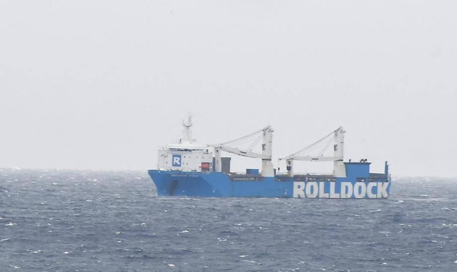 Le Rolldock Storm à son arrivée en grande rade de Toulon ce samedi 28 novembre en fin de matinée.
